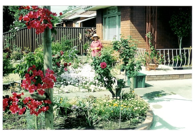 Que & Wally's garden 024.jpg